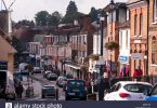 busy-town-centre-alton-high-street-hampshire-england-uk-dfeft8