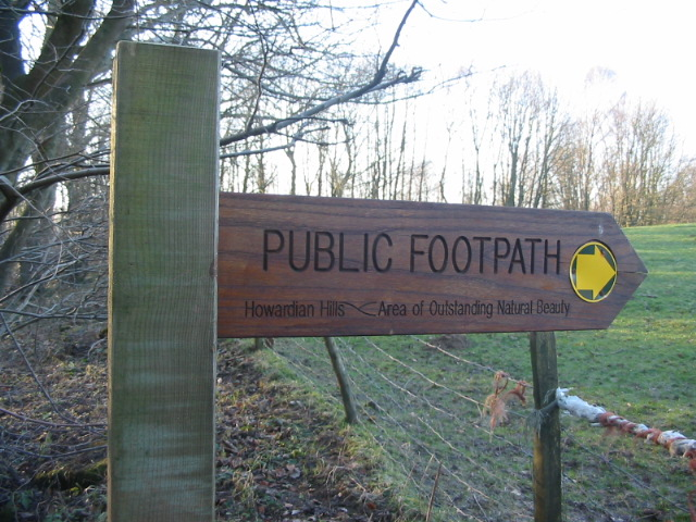 a_fingerpost_for_the_footpath_that_passes_high_lions_lodge_-_geograph-org-uk_-_331946