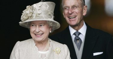 LONDON, ENGLAND - JUNE 15:  Queen Elizabeth II and Prince Philip, Duke of Edinburgh arrive at St Paul's Cathedral for a service of thanksgiving held in honour of the Queen's 80th birthday, June 15, 2006 in London, England. (Photo by Tim Graham Photo Library via Getty Images)